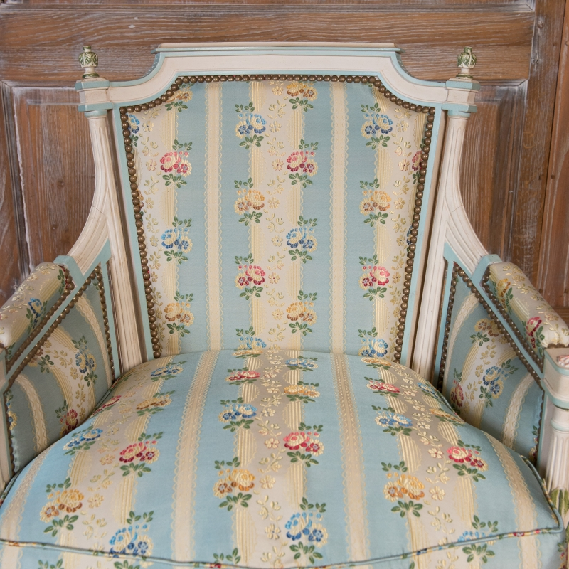Easychair Lerouge Louis XVI style